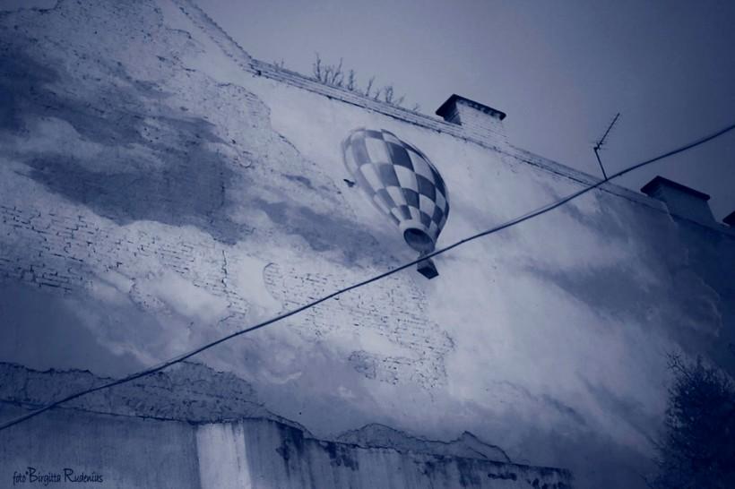 Blue Street Art Balloon