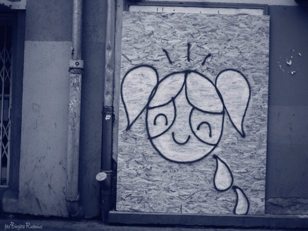 Blue Street ART - Bright Girl